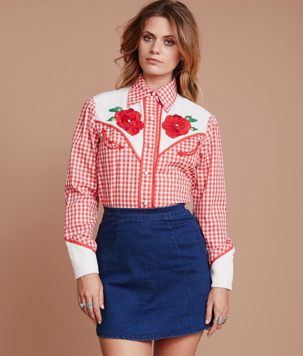 Vintage Embroidered Western Snap Button Shirts are popular in Chicago